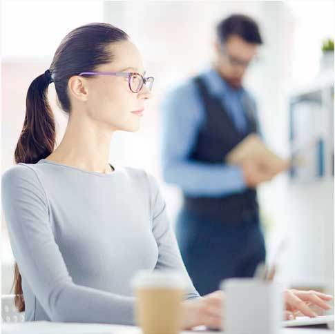 femme-bureau-workinggirl-travail