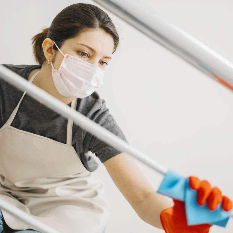 nettoyage-desinfection-rampe-covid-femmedemenage-entreprise